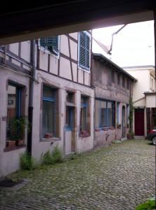 V 33 deuxième cour, rue des Juifs
