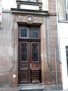 Faubourg de Pierres 45, porte (mars 2012)