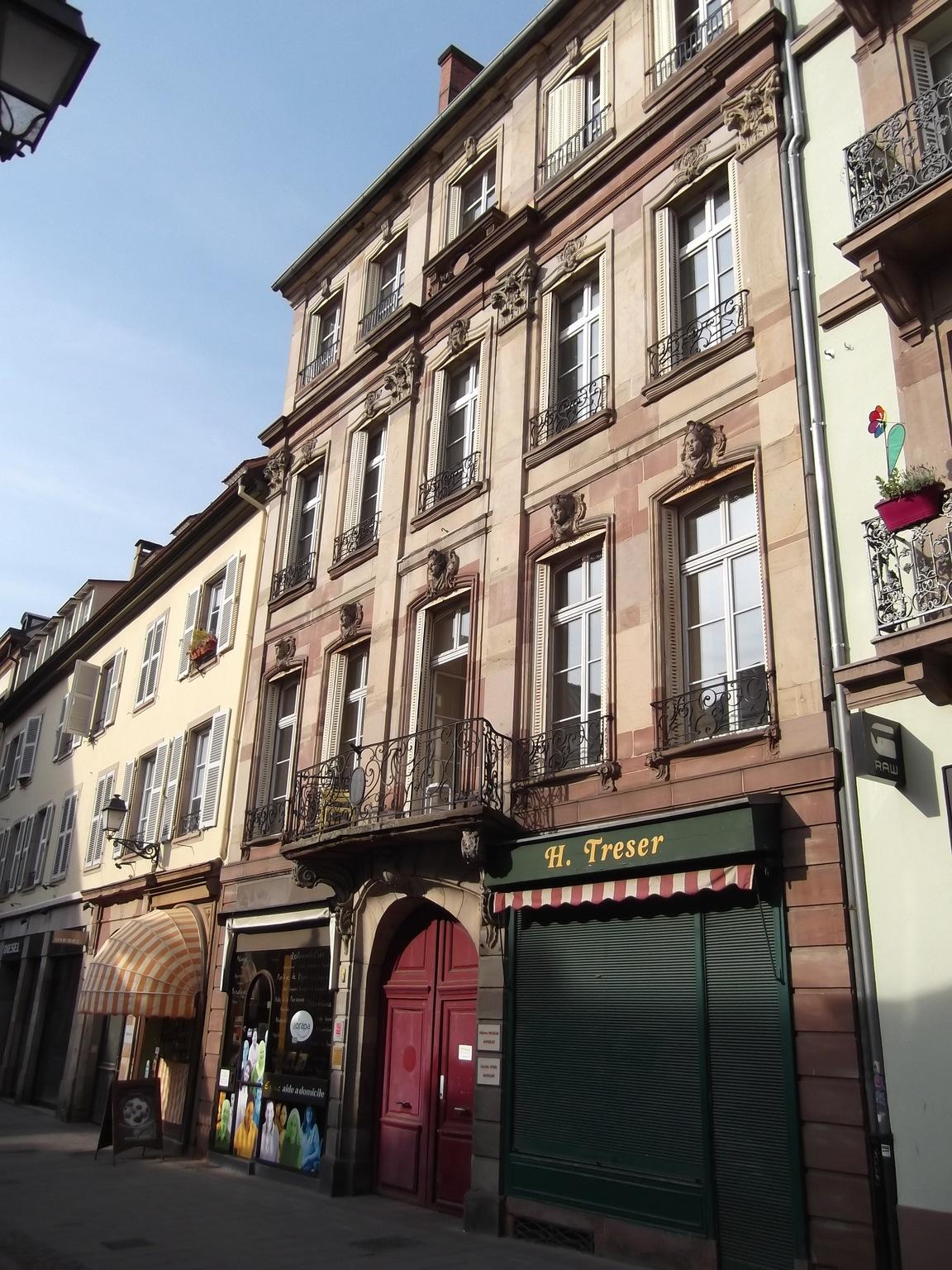 Maisons de strasbourg 7 rue du d me for Rue du miroir strasbourg