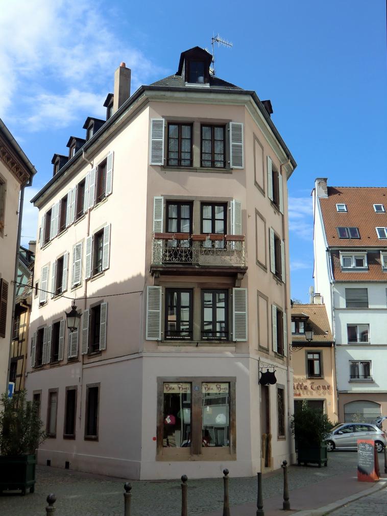 Maisons de strasbourg 8 rue du bain aux plantes for Rue du miroir strasbourg